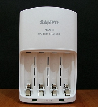 Sạc Sanyo for pin AA/AAA